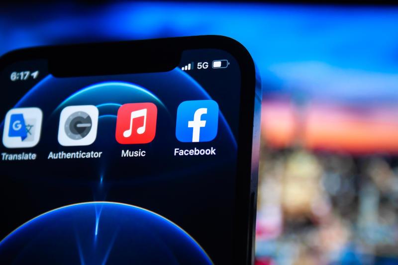 5G eSIM icon on phone screen